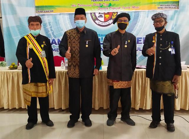 Safaruddin Dt Bandaro Rajo Cawabup Limapuluhkota, Tepuk Tangan Pemangku Adat Bergemuruh