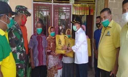 Darul Siska Bagikan Ratusan Paket Sembako Untuk Korban Banjir 4 Nagari di Lengayang Pesisir Selatan