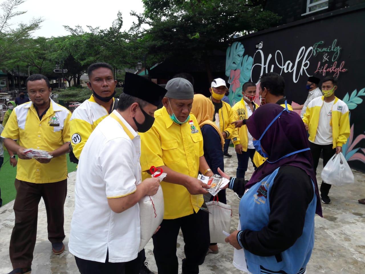 HUT Ke-56, Golkar Kota Medan Bagikan 1 Ton Beras Untuk Masyarakat Medan Johor