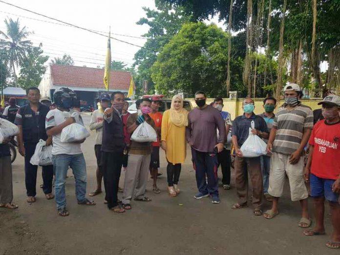 Fadia Arafiq Bagikan 5000 Paket Sembako Untuk Masyarakat Pekalongan Terdampak COVID-19