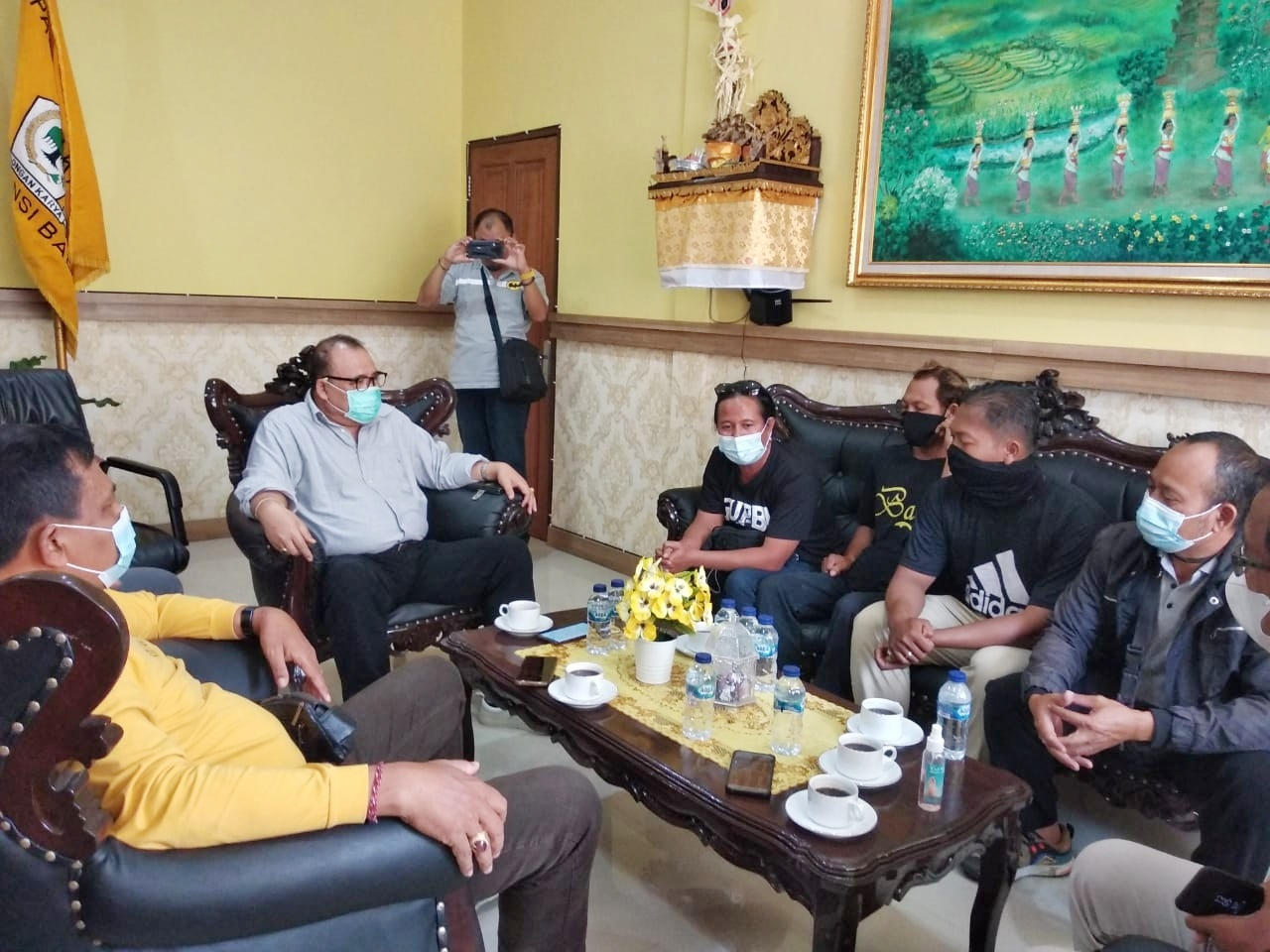 Peternak GUPBI Sambangi Kantor Golkar, Curhat Bali Dibanjiri Daging Babi Sampah