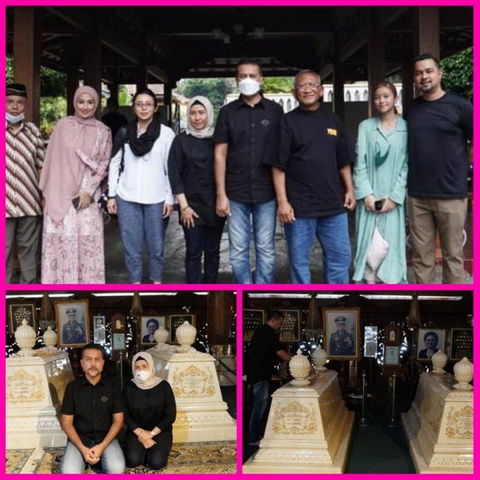 Ketua Golkar Sumut, Musa Rajekshah Ziarah Ke Makam Pak Harto dan Ibu Tien di Karanganyar
