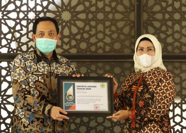 Berjasa Atas Kemajuan Banten, Ratu Tatu Chasanah Dianugerahi Untirta Award