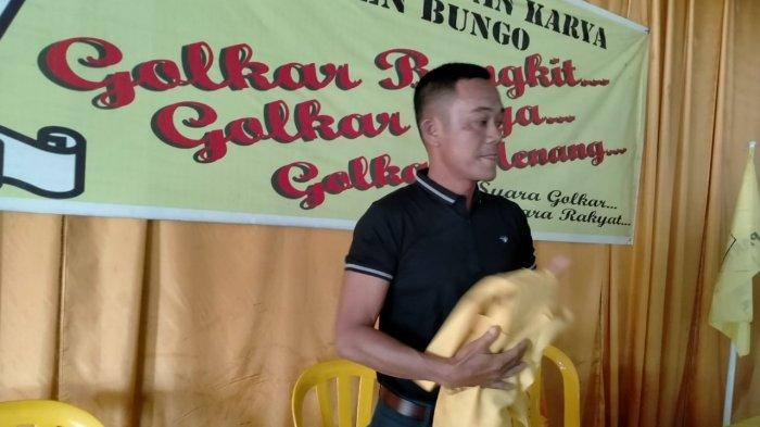 Merasa Didzalimi, Syarkoni Syam Copot Jas Kuning dan Mundur Dari Kepengurusan Golkar Bungo