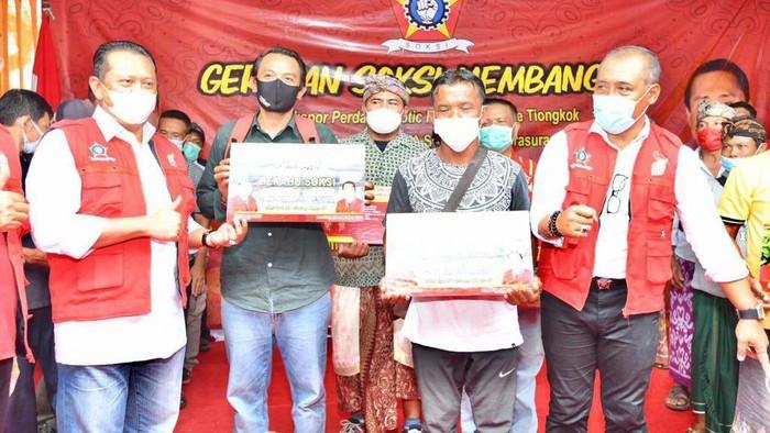 Gandeng Depinas SOKSI, Bamsoet Serahkan 20 Ribu Bibit Unggul Hingga Modal Rp.250 Juta Untuk Petani Bali