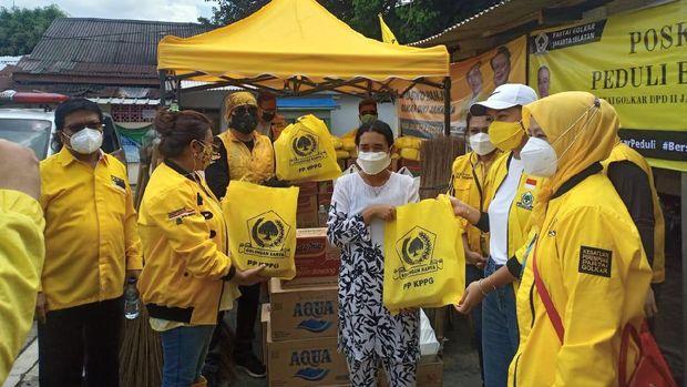 Adde Rosi Khoerunnisa dan Korbid Kesra KPPG Bantu Sembako dan Air Bersih di 9 Titik Banjir di DKI dan Tangerang