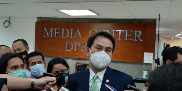 Libur Akhir Tahun, Azis Syamsuddin Minta Pemerintah Tindak Tegas Pelanggar Protokol Kesehatan