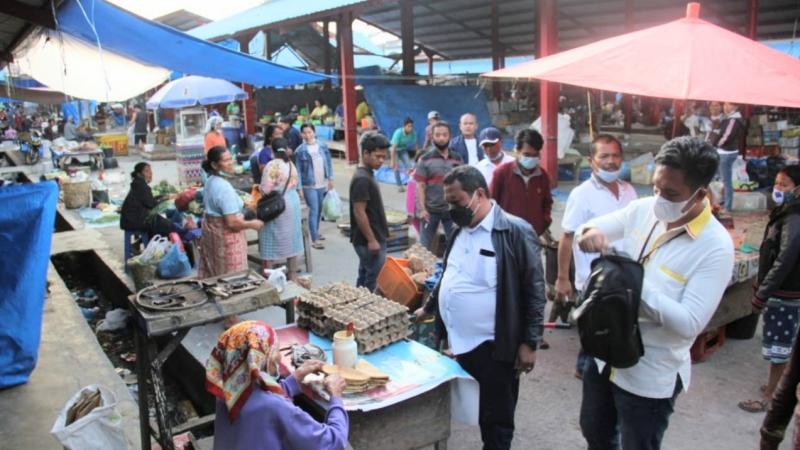 Pulihkan Ekonomi, Lamhot Sinaga Ajak Masyarakat Humbahas Belanjakan Uang Beli Produk UMKM