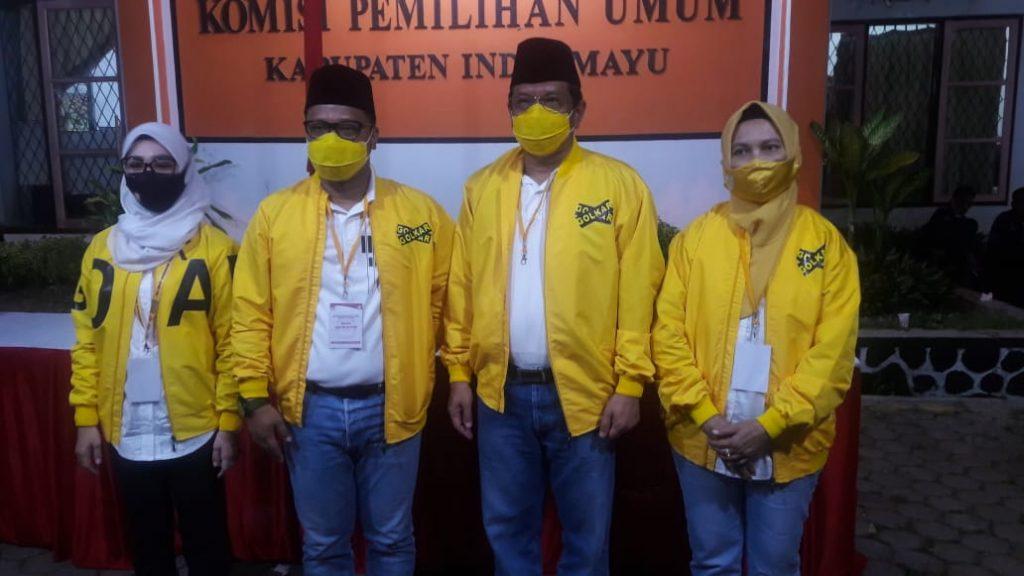 Bersepeda Ke KPU Indramayu, Daniel Mutaqien-Taufik Hidayat Jadi Pasangan Pendaftar Terakhir