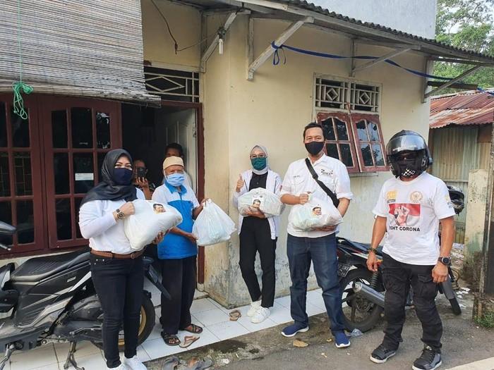 Bamsoet Bantu 200 Keluarga Tak Mampu Terdampak COVID-19 di Pengadegan Timur, Pancoran