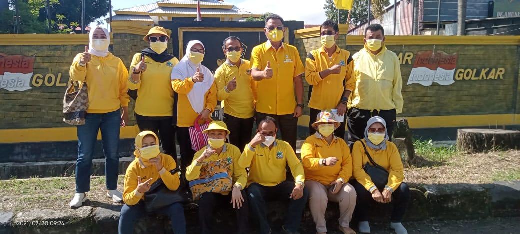 Kader Golkar Sultra Bagikan Sembako Untuk Warga Terdampak COVID-19 Di Kota Kendari