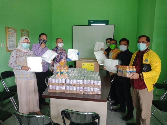 Fraksi Golkar DPRD Kotim Serahkan APD Bagi Tenaga Medis di RSUD dr Murjani Sampit
