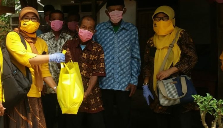 Peringati Hari Kartini, KPPG DIY Bagikan Sembako Bagi Lansia di Bantul