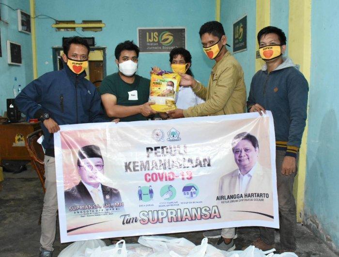 Supriansa Salurkan Bantuan Untuk Insan Pers Terdampak COVID-19 di Soppeng