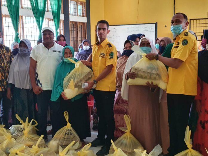 Wujud Peduli Masyarakat Terdampak COVID-19, AMPG Aceh Bagikan Sembako di Bireuen
