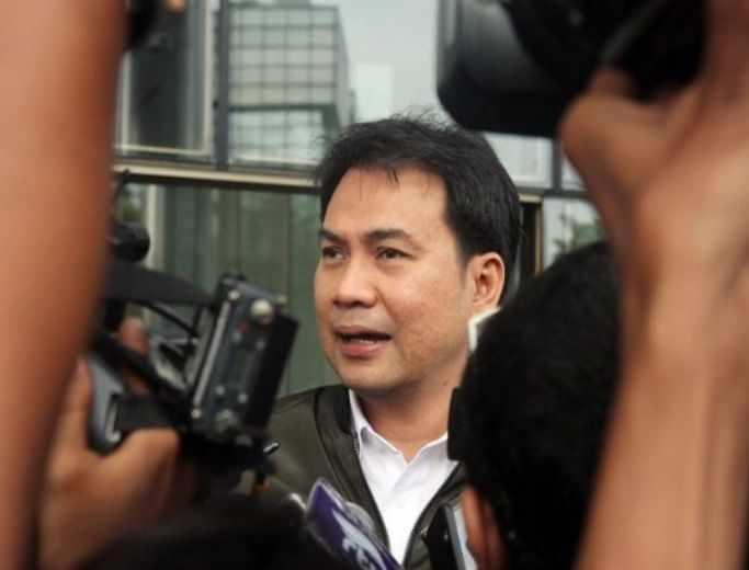 Sindir Ribka Tjiptaning, Azis Syamsuddin Minta Seluruh Anggota DPR Ikuti Jejak Jokowi Divaksin