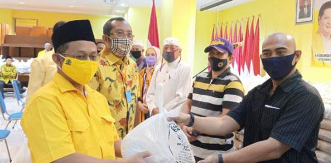 Sarmuji Pimpin Golkar Jatim Bagikan 41.500 Paket Sembako Untuk Warga Terdampak COVID-19