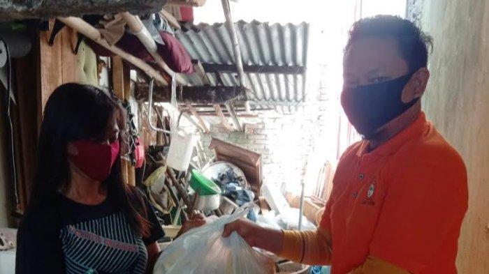Kosgoro 1957 Sulsel Bagikan Paket Sembako Bagi Warga di 14 Kecamatan se-Kota Makassar