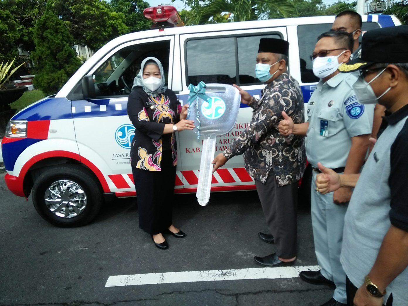 Mukhtarudin Serahkan 5 Ambulans Untuk Masyarakat di 3 Kelurahan di Kotawaringin Barat