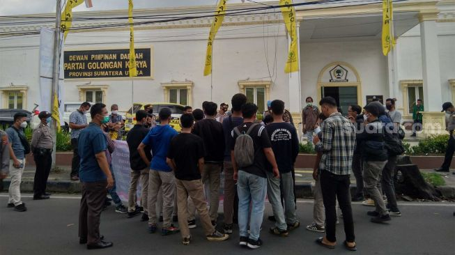 Geruduk Kantor Golkar Sumut, Massa Desak Musa Rajekshah Tindak Kader Banyak Kasus