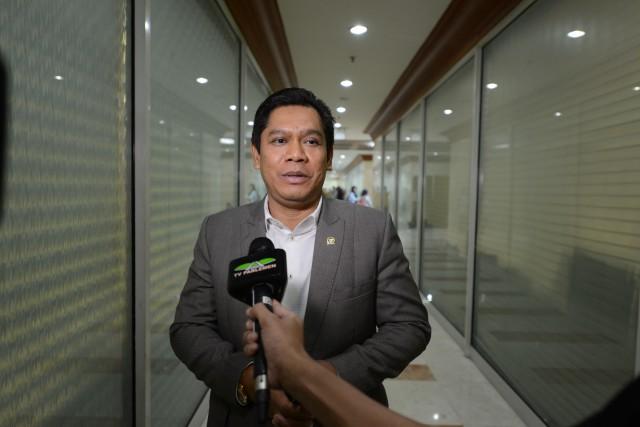 Adies Kadir Minta Polisi Tak Represif Saat Bubarkan Kerumunan Untuk Cegah Corona