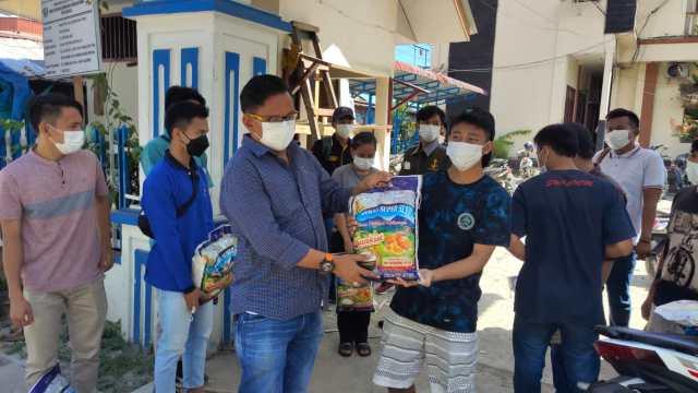 Bentuk Peduli dan Cinta Anggota DPRD Sibolga Jamil Zebua Tumori Pada Para Mahasiswa Asal Nias