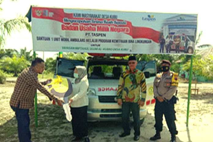 Melalui PT Taspen, Mukhtarudin Serahkan 1 Unit Ambulans Untuk Warga Desa Kubu Kotawaringin Barat