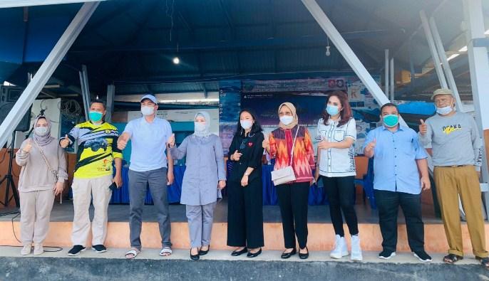 Didampingi Idah Syahidah, Wakil Ketua DPR Azis Syamsuddin Terpesona Wisata Hiu Paus Bone Bolango