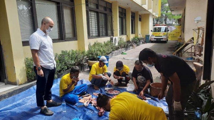 Golkar Kota Bandung Bagikan Ratusan Bungkus Daging Kurban Untuk Masyarakat di 151 Kelurahan