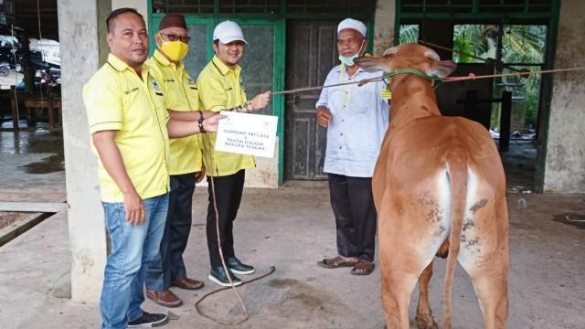 Idul Adha, Golkar Babel Bagikan 1.000 Paket Daging Kurban Untuk Masyarakat