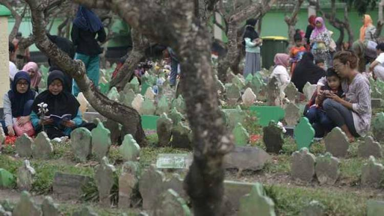 Bupati Ahmed Zaki Iskandar Ungkap Larangan Ziarah Kubur Tak Bisa Diterapkan di Tangerang