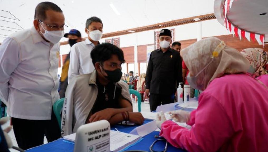Dorong Capaian Vaksinasi di Sumbar, Darul Siska Gelar Vaksinasi Massal di Sijunjung