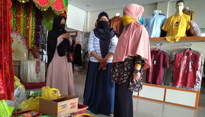 Borong Seluruh Dagangan UMKM Kota Gorontalo, Idah Syahidah Bagikan Gratis Untuk Masyarakat