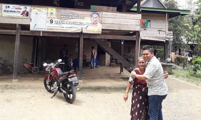 Digandrungi Emak-Emak, Yasir Machmud Dihadiahi Kue Tart Spesial di Pitumpanua