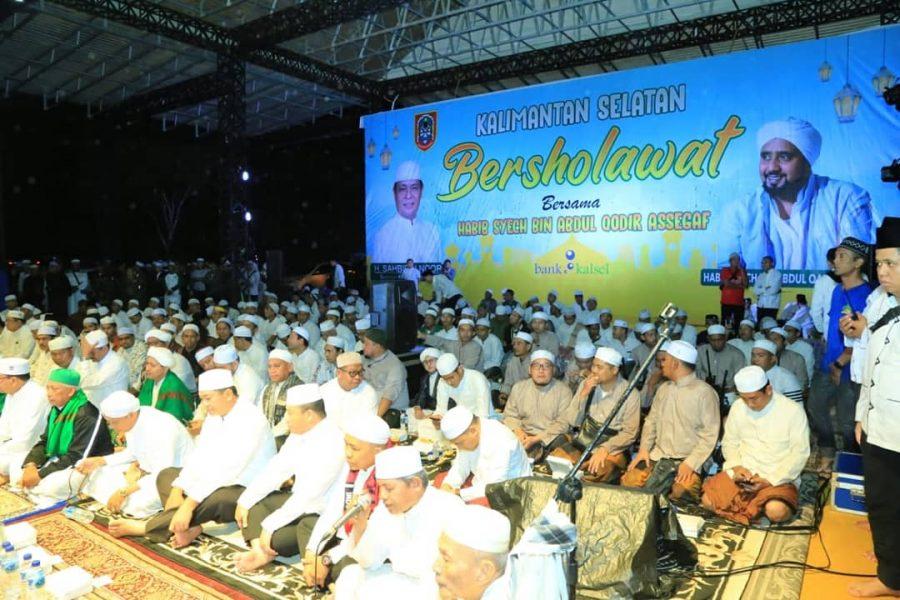 Didampingi Habib Syech, Sahbirin Noor Bershalawat Bersama Ribuan Jemaah di Kiram Park